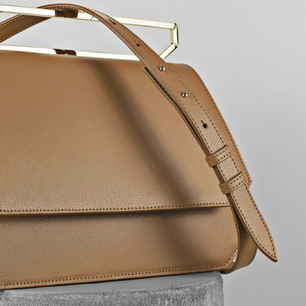 Maestoso Camel Large Nouvel Leather Bag